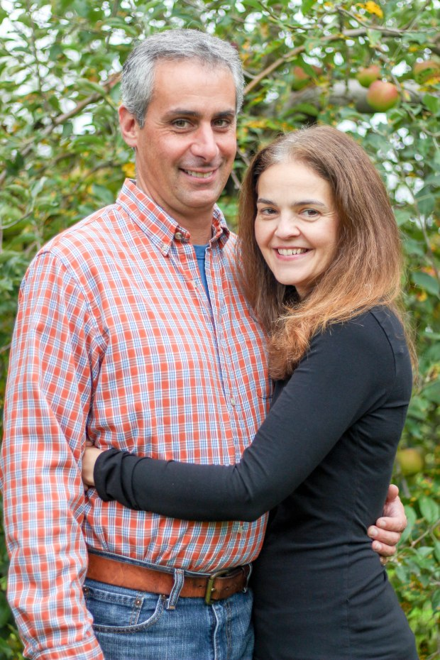young couple engagement session danbury Connecticut Courtney lewis family portrait photography